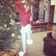 Mariah Carey publicou uma foto do marido, Nick Cannon, dançando ao lado da árvore de Natal