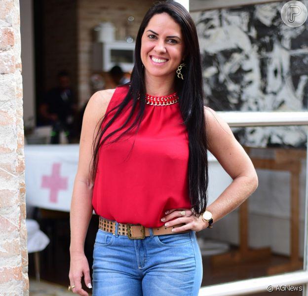 Graciele Lacerda ganha festa de aniversário surpresa organizada por amigos e bolo com sua foto: 'Amei'. Vídeo!