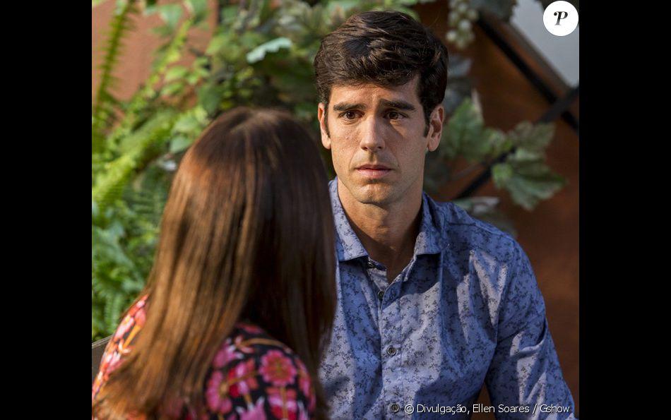 Felipe (Marcos Pitombo) fica desesperado ao saber Shirlei (Sabrina Petraglia) foi presa, na novela 'Haja Coração'