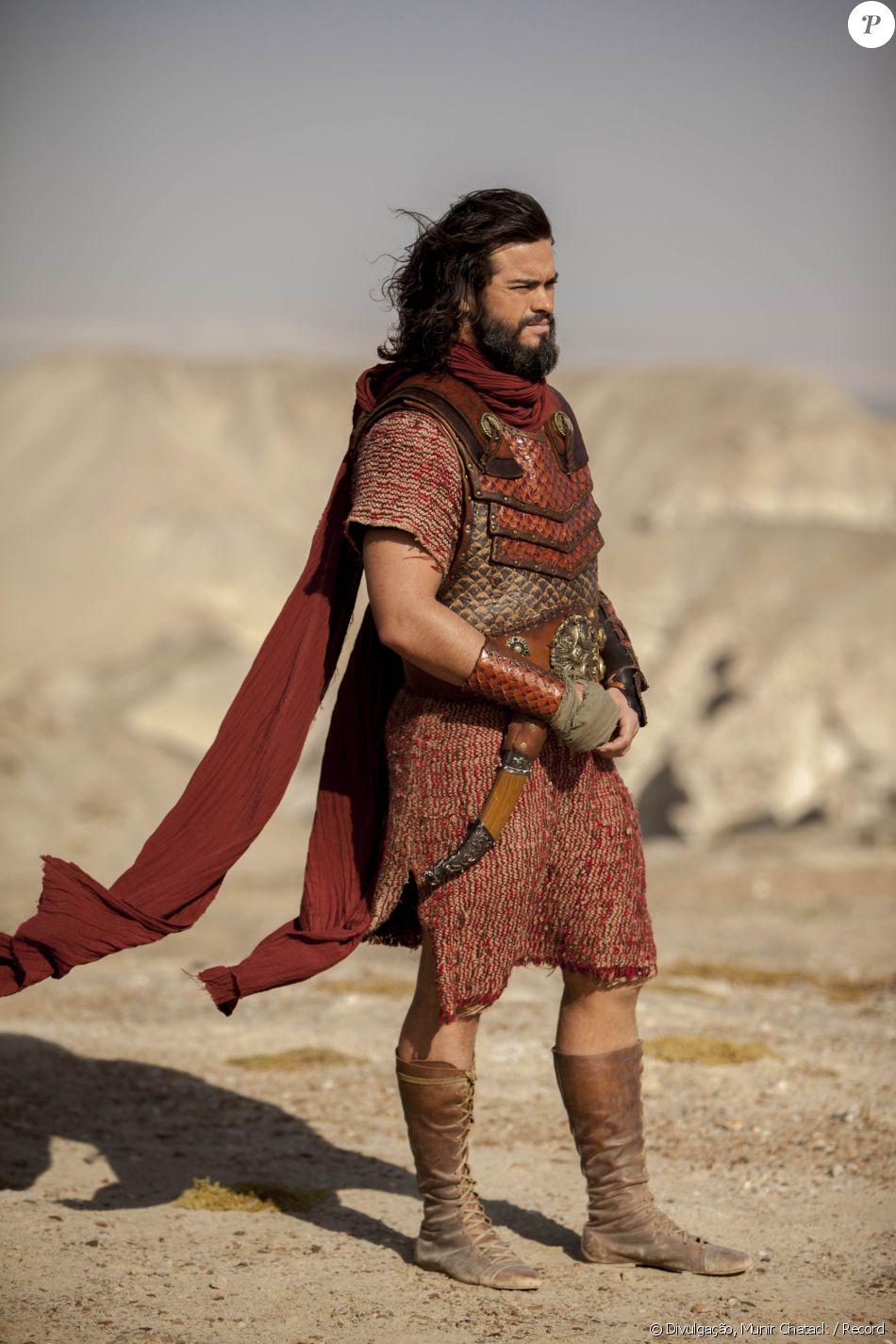 Josué (Sidney Sampaio) recebe as instruções de Deus para invadir Jericó e comunica a todos, na novela 'A Terra Prometida'