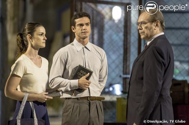 Herbert (José Wilker) fica sabendo que Gina (Carolina Kasting) pretende se casar com Elias (Sidney Sampaio) e decide investigar o rapaz, em 'Amor à Vida', em 21 de dezembro de 2013