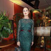 Luiza Brunet se emociona ao entregar prêmio a Maria da Penha: 'Não me calei'