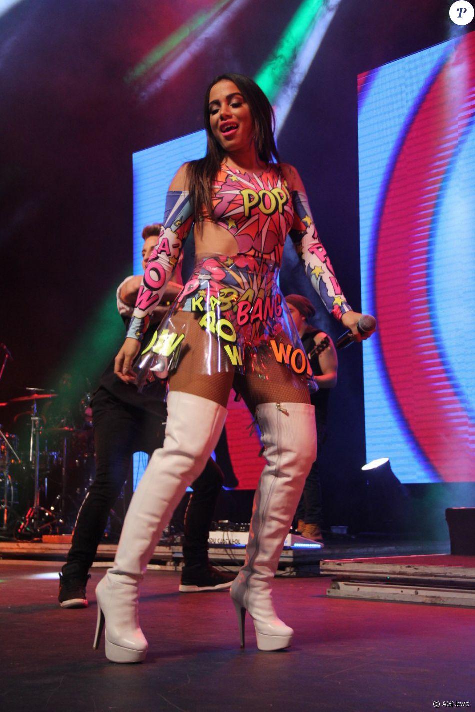 5f25de825 Anitta se apresenta no Show das Poderosinhas em casa de shows na Barra da  Tijuca