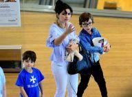 Vanessa Giácomo passeia com os três filhos e o marido em shopping do Rio
