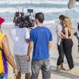 Alinne Moraes e Rafael Vitti trocam beijos ao gravar novela 'Rock Story'