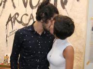 Gabriel Leone troca beijos com a namorada, Carla Salle, em cinema no Rio. Fotos!