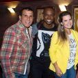 Eri Johnson posou com Thiaguinho e Fernanda Souza ao pretigiarem o amigo Rafael Zulu na peça 'Pequeno Dicionário Amoroso', no Teatro Leblon, na Zona Sul do Rio, na noite de outubro de 2013