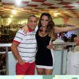 Eri Johnson posou com Viviane Araújo, a rainha de bateria da escola de samba carioca Salgueiro, em ensaio na quadra da agremiação, em novembro de 2012