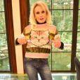 A blusa com estampa de gatinho e listras usada pela apresentadora Ana Maria Braga em setembro fez sucesso e é o um dos figurinos mais procurados pelos telespectadores