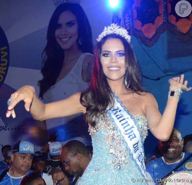 Daniela Albuquerque foi coroada rainha de bateria neste sábado, 15 de outubro de 2016