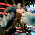 Otaviano Costa ainda dançou no programa de tanga