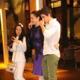 Claudia Raia sai do restaurante onde comemorou seu aniversário ao lado dos filhos Enzo e Sophia, em 23 de dezembro de 2013