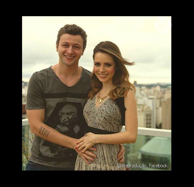 Sandy diz aos fãs que está grávida do primeiro filho. A atriz divulgou a notícia em seu Facebook em 26 de dezembro de 2013