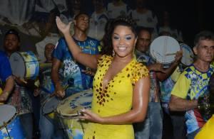 Juliana Alves usa look com cores da Unidos da Tijuca em festa da escola de samba