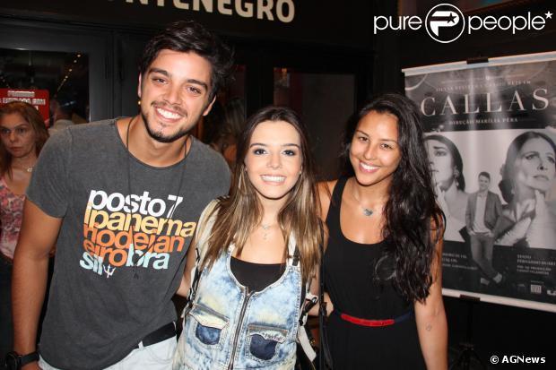 Rodrigo Simas e a cunhada, Yanna Lavigne, prestigiam estreia de Giovanna Lancellotti no teatro, no Leblon, Zona Sul do Rio, em 5 de janeiro de 2014