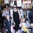 Mansão de Angelina Jolie e Brad Pitt nos Estados Unidos foi cercada por policiais depois que seus filhos acionaram, por engano, o alarme de emergência, informou o site americano 'TMZ' neste domingo, 6 de janeiro de 2013