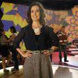 A jornalista Fátima Bernardes usa camisa de botão com transparência