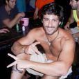 Rodrigo Lasmar é visto ao lado de Grazi Massafera no bairro onde a atriz mora, no Rio de Janeiro