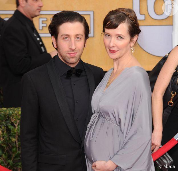 Simon Helberg será pai pela segunda vez. O anúncio de que a mulher, Jocelyn Towne, está esperando um bebê aconteceu no tapete vermelho do SAG Awards, no último sábado, 18 de janeiro de 2014