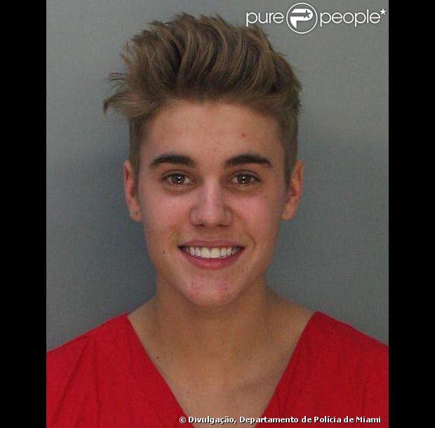 Bieber deixou a prisão às 17h30 na tarde desta quinta-feira, dia 23 de janeiro de 2014