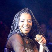 Ludmilla exibe novo visual com trança no cabelo durante festival na Bahia. Fotos