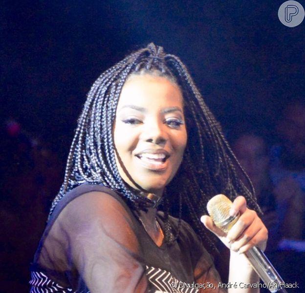 Ludmilla exibiu o novo visual, com tranças no cabelo, durante show 'Baile da Santinha', em Salvador, na Bahia, na madrugada deste sábado, 21 de janeiro de 2017