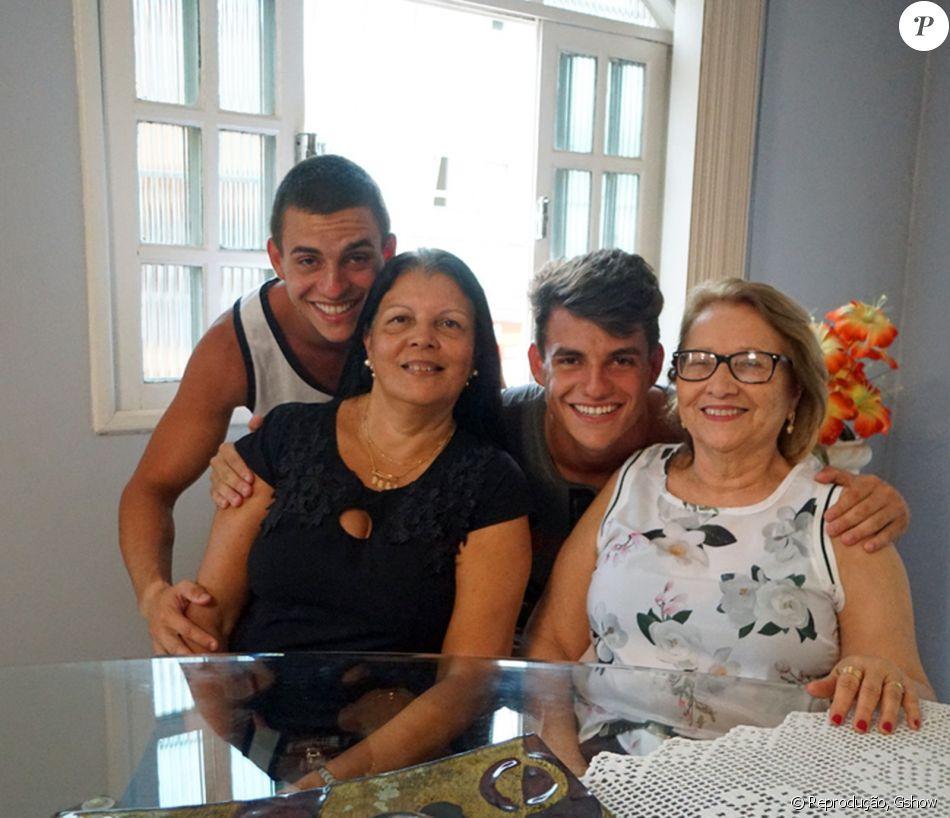 Mãe dos gêmeos Antonio e Manoel Rafaski, que disputam vaga no 'BBB17', comentou a proximidade dos irmãos: 'E essa coisa de sentirem algo igual acontece até hoje. Não sei se é biológico, espiritual, mas é algo deles'