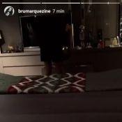 Vídeo: Bruna Marquezine mostra Neymar cantando pagode em Barcelona: 'Lua vai'