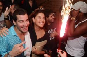 Paloma Bernardi e Thiago Martins festejam 1 ano de namoro ao som do Trio Ternura
