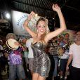 Ellen Rocche vai a ensaio da escola de samba Rosas de Ouro, em São Paulo, em 7 de fevereiro de 2014