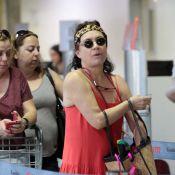 Regina Duarte aparece em aeroporto de São Paulo com visual inusitado