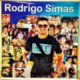 Rodrigo Simas publicou a foto da surpresa de aniversário que ganhou do seu fã clube