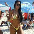 A ex-BBB Mayara aproveitou uma brecha na agenda para passar a tarde de quinta-feira (2/03) na praia de Ipanema, no Rio de Janeiro