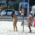 Ex-BBB Mayara se divertiu entre amigos e exibiu o corpo sarado na Praia de Ipanema, Zona Sul do Rio de Janeiro, na tarde desta quinta-feira (2/03)
