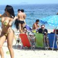A ex-BBB Mayara exibiu sua boa forma na praia de Ipanema, no Rio de Janeiro, durante a tarde desta quinta-feira (2/03)