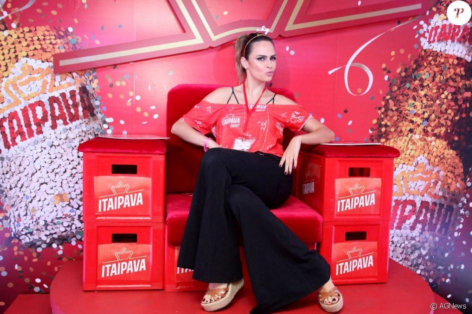 A ex-BBB Ana Paula Renault na Sapucaí