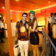 Juliana Paiva e Juliano Laham curtiram o desfile das campeãs
