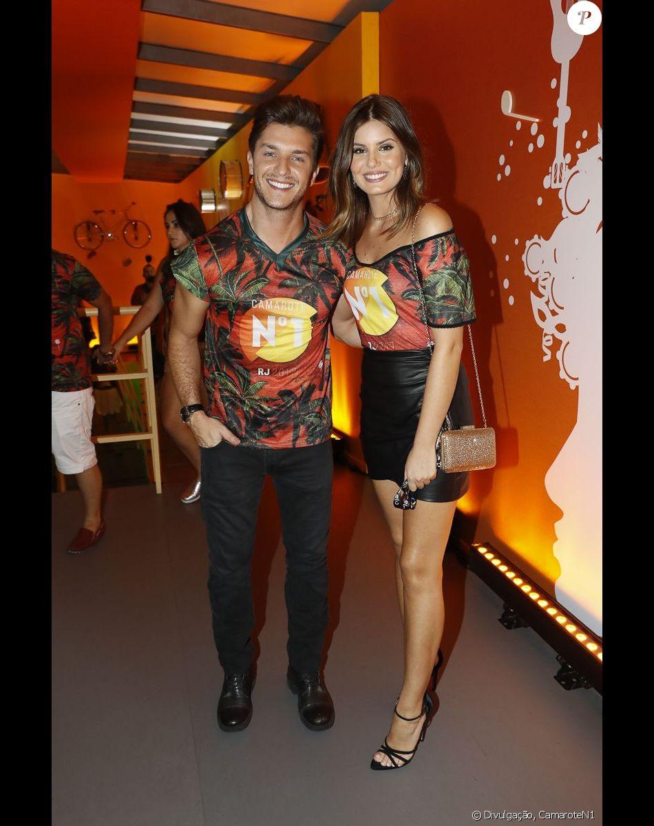 Klebber Toledo e Camila Queiroz se divertiram juntinhos no Camarote N1