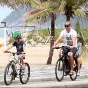 Rodrigo Hilbert mergulha no mar após passeio de bicicleta com os filhos. Fotos!