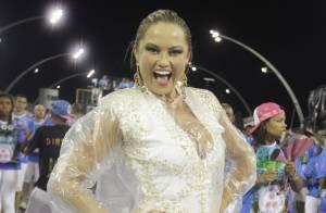 Ellen Roche samba debaixo de chuva em ensaio técnico para o Carnaval. Confira!