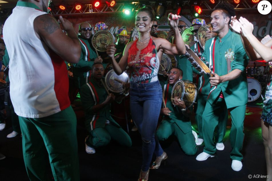 Juliana Paes estuda convite para ser rainha de bateria da Grande Rio: 'Agenda'