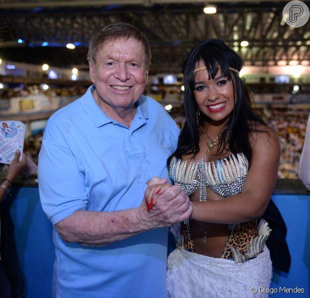 Raissa de Oliveira, rainha de bateria da Beija-Flor, aprovou o gingado de Boni