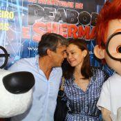 Alexandre Borges comemora aniversário com Julia Lemmertz em pré-estreia de filme