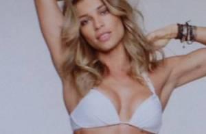 Grazi Massafera exibe boa forma de biquíni em campanha de moda praia