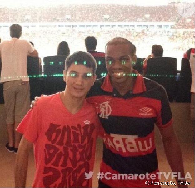 Vinícius Romão assiste vitória do Flamengo no Maracanã no dia que foi solto, em 26 de fevereiro de 2014