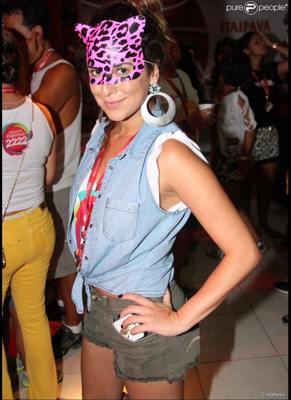 Fernanda Paes Leme foi ao camarote Expresso 2222 com uma máscara de oncinha (01 de março de 2014)