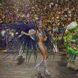Thaila Ayala mostra samba no pé representando Deusa da Floresta à frente de alegoria