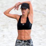 Carolina Dieckmann exibe barriga definida e demonstra cansaço durante exercício
