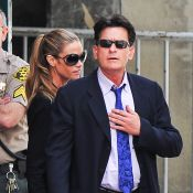 Charlie Sheen quer entrar na Justiça para reduzir valor de pensão das filhas