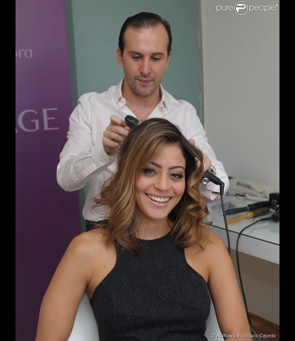 Carol Castro cuida dos cabelos com Marcos Proença, no hotel Unique, em São Paulo, em 20 de março de 2014